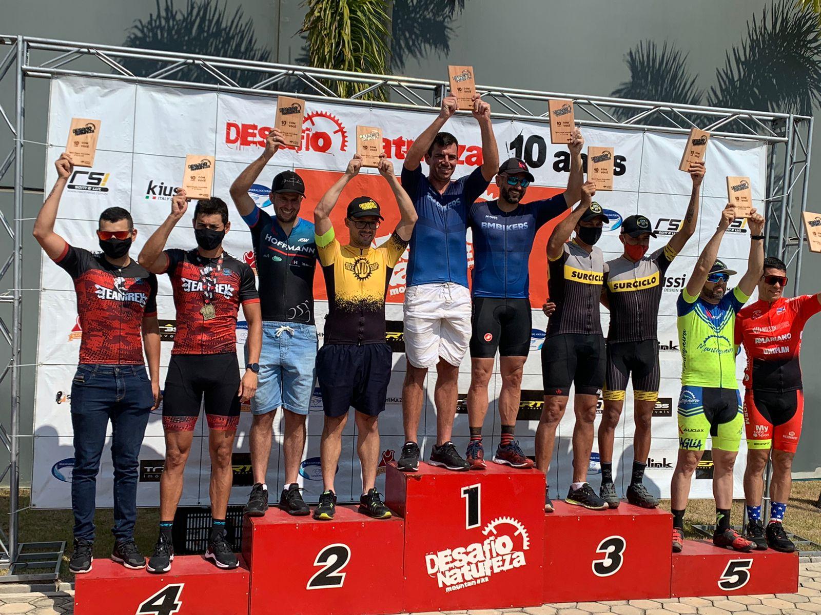 Foto - Atletas do grupo BMBIKERS ganharam medalhas, pódios e troféus em prova de ciclismo disputada em Lorena