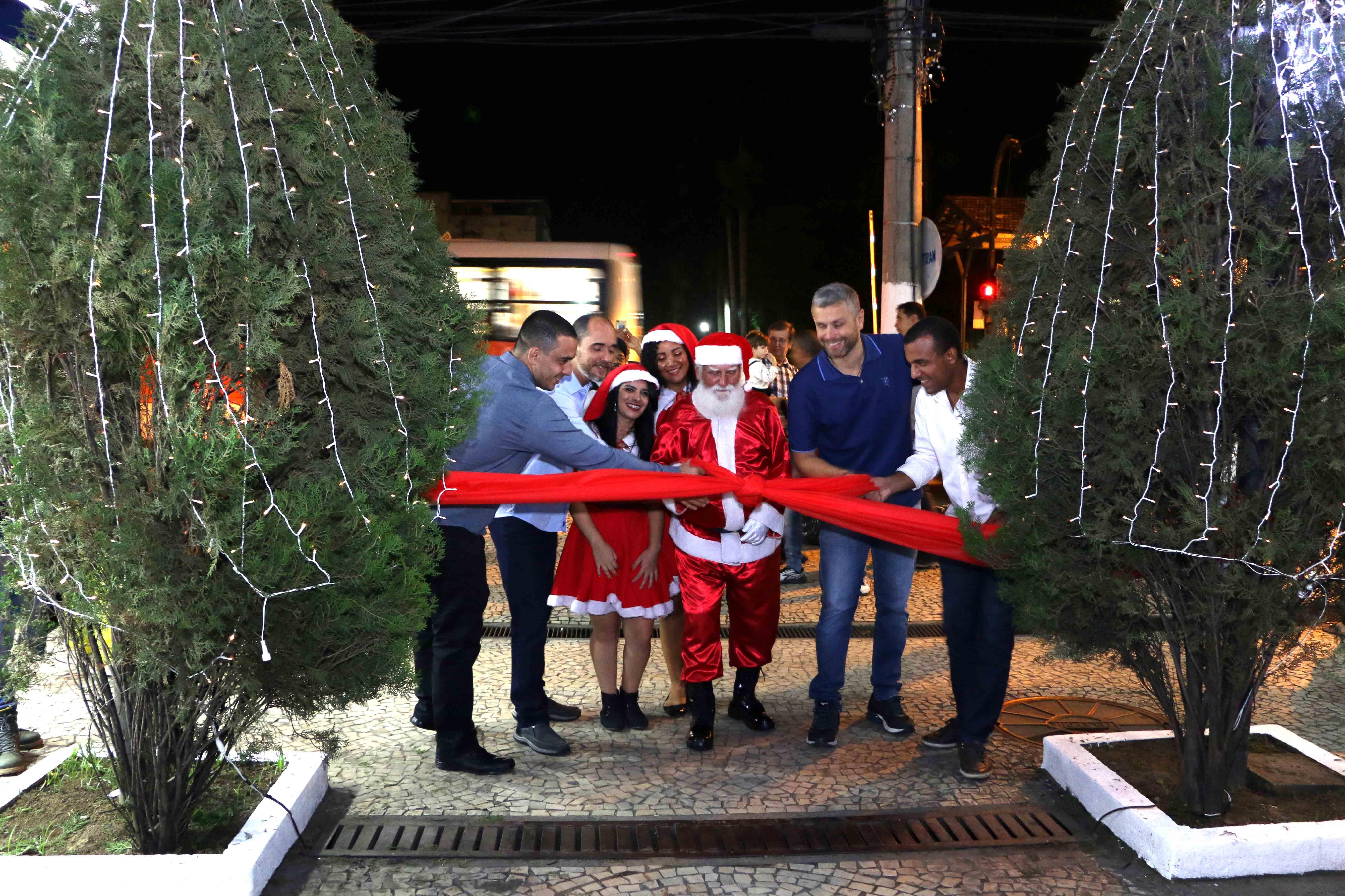Foto - Novidades e união marcam abertura do Natal 2019 em Barra Mansa