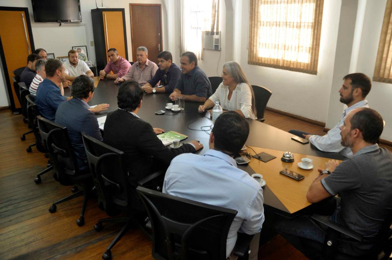 Foto - Prefeitura, entidades e representantes da Conab discutem a implantação de um entreposto de grãos em Barra Mansa
