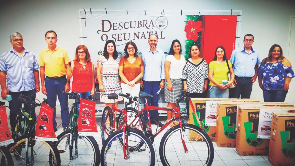 Foto - Entrega dos prêmios da Campanha de Natal da CDL.