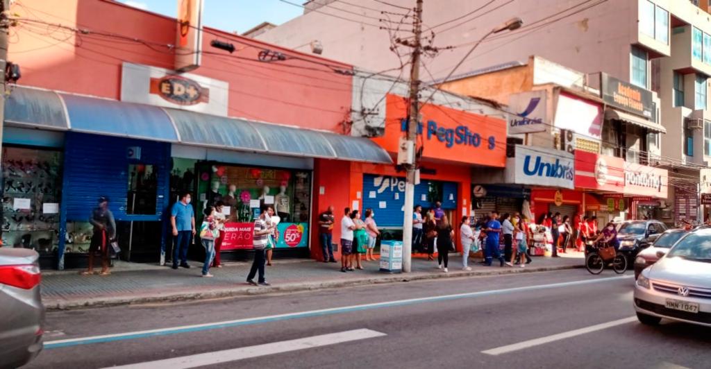 Foto - Prefeito de Barra Mansa assina novo decreto com restrições temporárias no funcionamento de bares e restaurantes